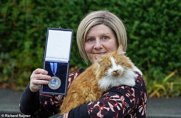 UK's only blind therapy cat has been awarded the Blue Cross Medal